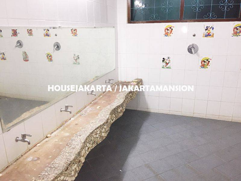 CR1004 House for rent sewa lease at Kebayoran Ex School and day care