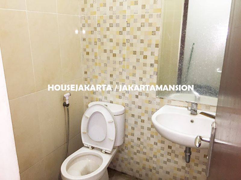 HR1005 House for rent sewa lease at Kebayoran Ex School and day care
