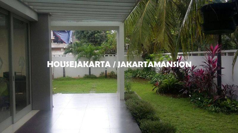 HR1109 House for rent sewa lease at Senayan near to Kebayoran Baru Senopati