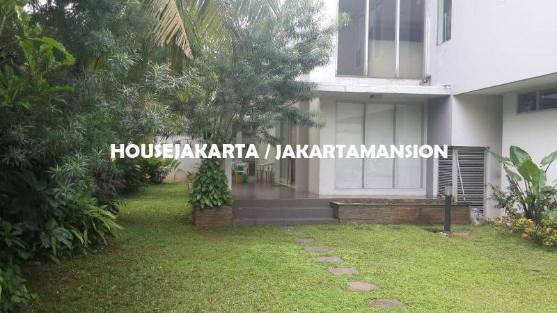 HR1109 House for rent sewa lease at Senayan near to Kebayoran Baru Senopati