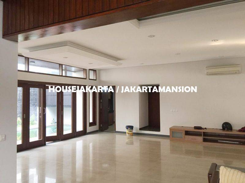 HR1120 House for rent sewa lease at Senopati Kebayoran Baru