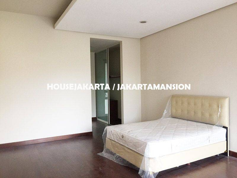 HR1134 House for rent Lease at Pondok Indah with Swimming Pool