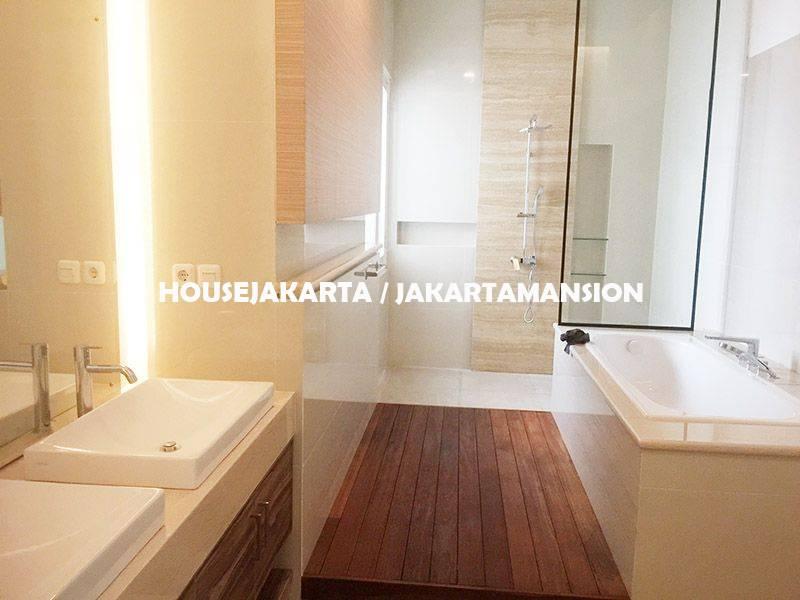 HR1149 House for Rent sewa lease at Jeruk Purut Kemang