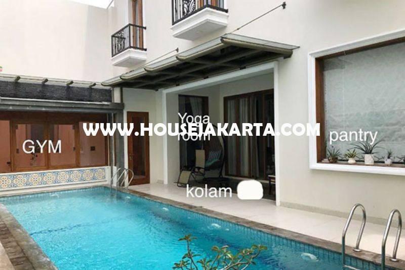 HS1158 Rumah bagus Jalan Cipaku Kebayoran Baru dekat Senopati Dijual Murah ada Pool