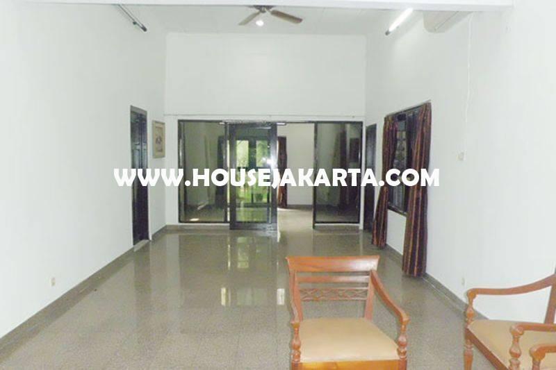 HS1193 Rumah Jalan Besuki Menteng Dijual Murah hitung Tanah Kotak daerah asri