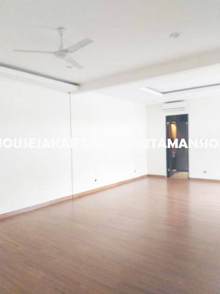 HR1255 House for Rent sewa lease at Pondok Indah close to JIS