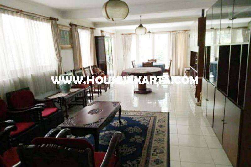 HS1312 Rumah 2 lantai Jalan Ki Mangunsarkoro Menteng Jakarta Pusat Dijual Murah Tanah Persegi