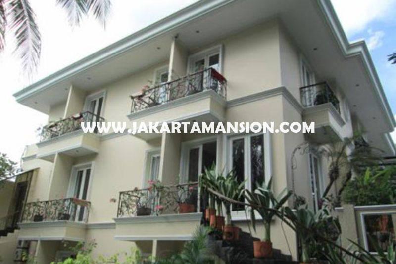 HS1369 Rumah Bagus Jalan Hangtuah Kebayoran Baru 2 Lantai ada Basement Pool Dijual Murah