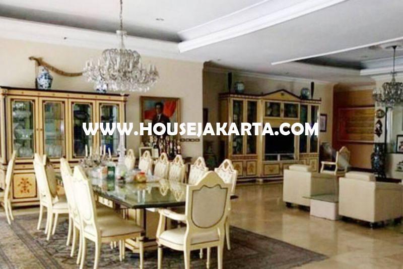 HS1402 Rumah Bagus 2 lantai Jalan Teuku Umar Menteng Tanah Persegi ada Pool Dijual Murah