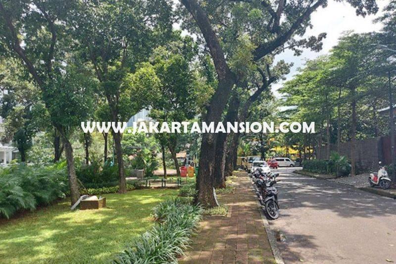 HS1405 Rumah Kebayoran Baru dekat SCBD Sudirman Senopati Dijual Murah hitung Tanah depan Taman
