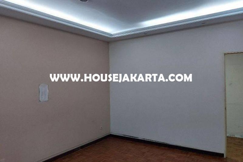 HS1406 Rumah Kebayoran Baru dekat SCBD Sudirman Senopati Dijual Murah hitung Tanah depan Taman