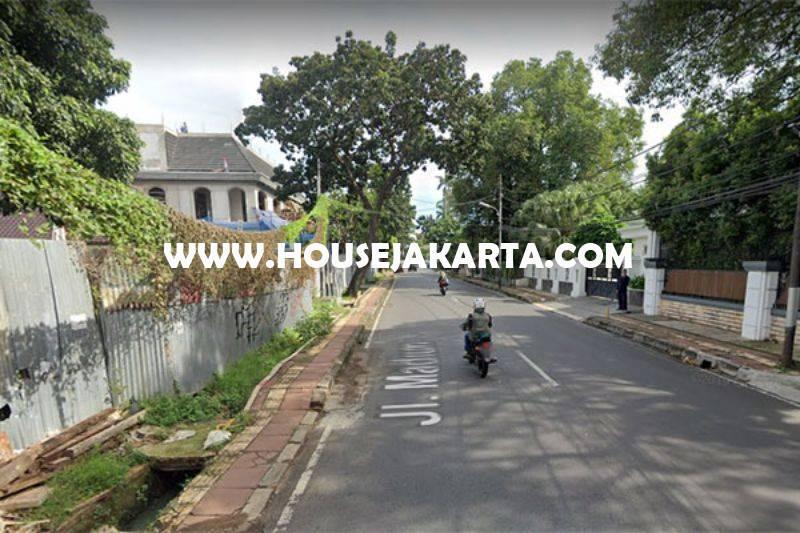 LS1432 Rumah Tua Hitung Tanah Jalan Madiun Menteng Bentuk Persegi Dijual 60juta/m Murah