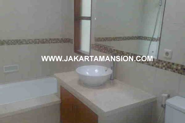 HR291 House in Kemang Selatan for Rent