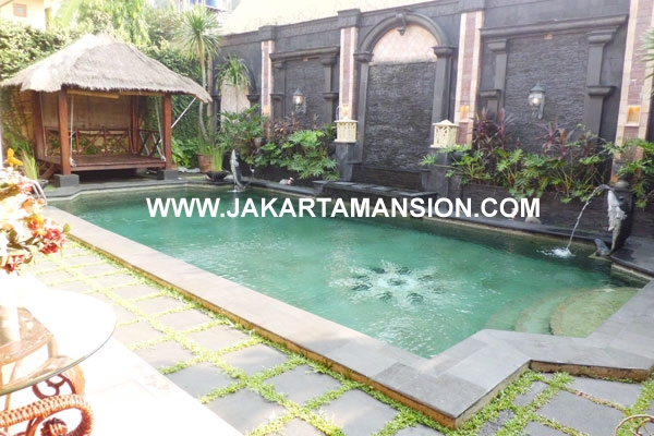 HS324 Rumah Patra Kuningan Jakarta dijual