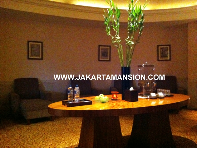 AR327 4 Bedroom Airlangga apartment at Ritz Carlton Mega Kuningan For Rent