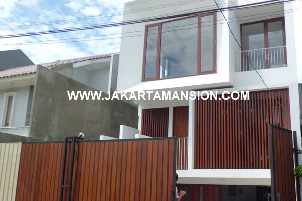 HR340 House Senopati For Rent