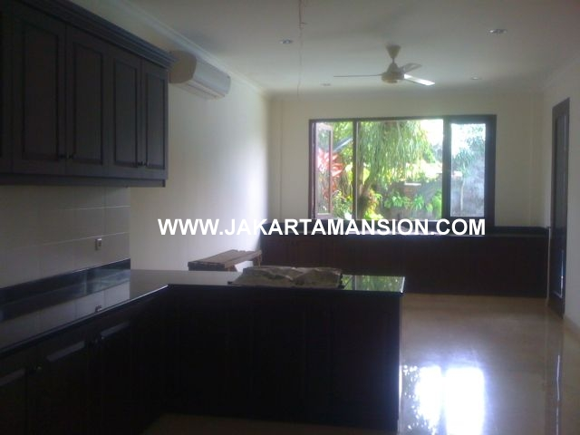 HR347 House with Big Garden in Kemang