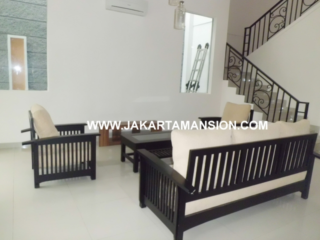 HR351 House For Rent at kemang