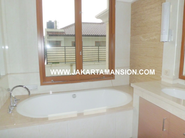 HR372 House for rent at Pondok Indah