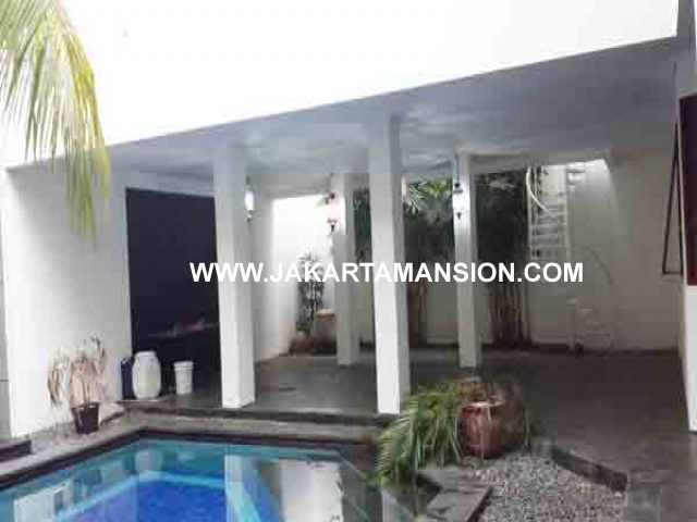 HR396 House for rent at menteng