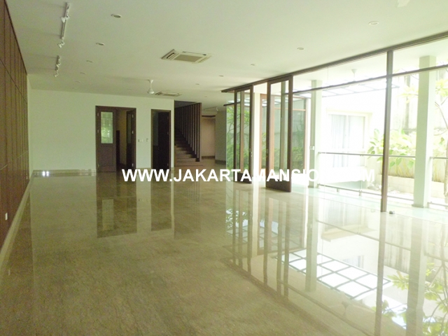 HR458 House for rent at Kebayoran Suitable to Embassy