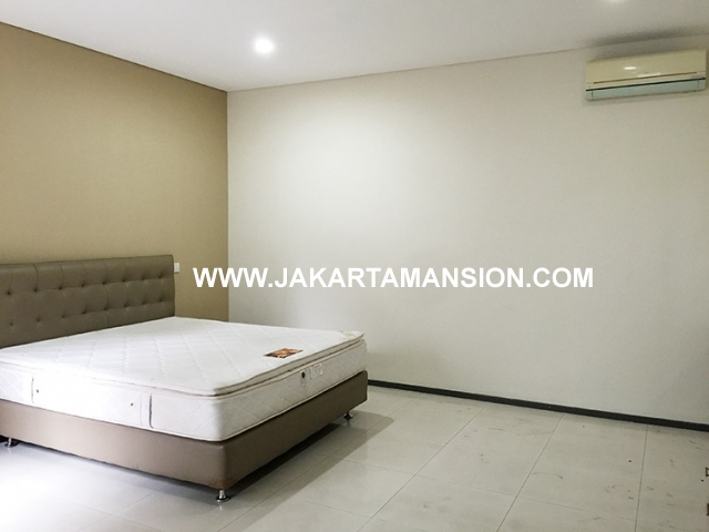 HR585 House for rent at senopati kebayoran baru