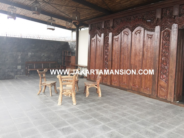 HR587 House for rent at Senayan