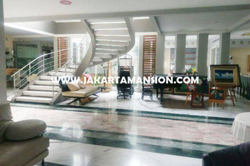 HS732 Rumah Purnawarman Senopati Kebayoran Baru Dijual Murah 3 lantai ada Pool