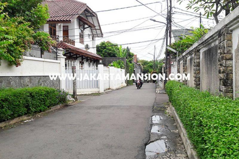 HS765 Rumah Bagus ada Pool dekat Kemang Raya Dijual Murah Jalan Besar dan Tenang