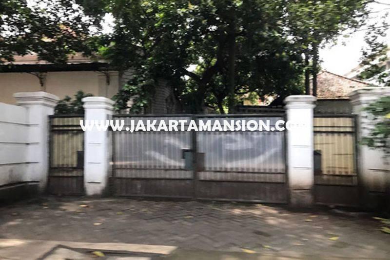 HS818 Rumah Jalan Cendana Menteng Jakarta Pusat Dijual Murah ada Swimming Pool