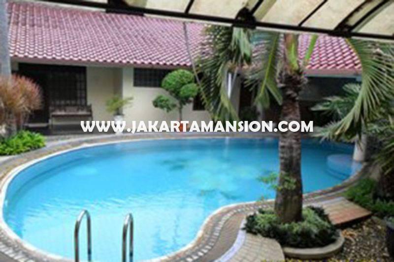 HS825 Rumah Jalan Malang Menteng Dijual Murah 2 lantai ada Pool tanah Kotak
