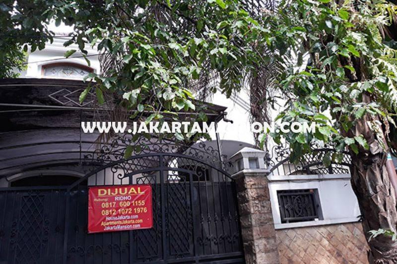HS871 Rumah Jalan Dharmawangsa dekat Brawijaya Kebayoran Baru Dijual Murah ada Pool