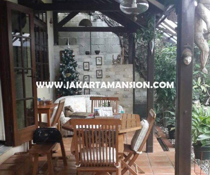 HS895 Rumah Jalan Dharmawangsa dekat Brawijaya Kebayoran Baru Dijual Murah Daerah Tenang tanah Kotak