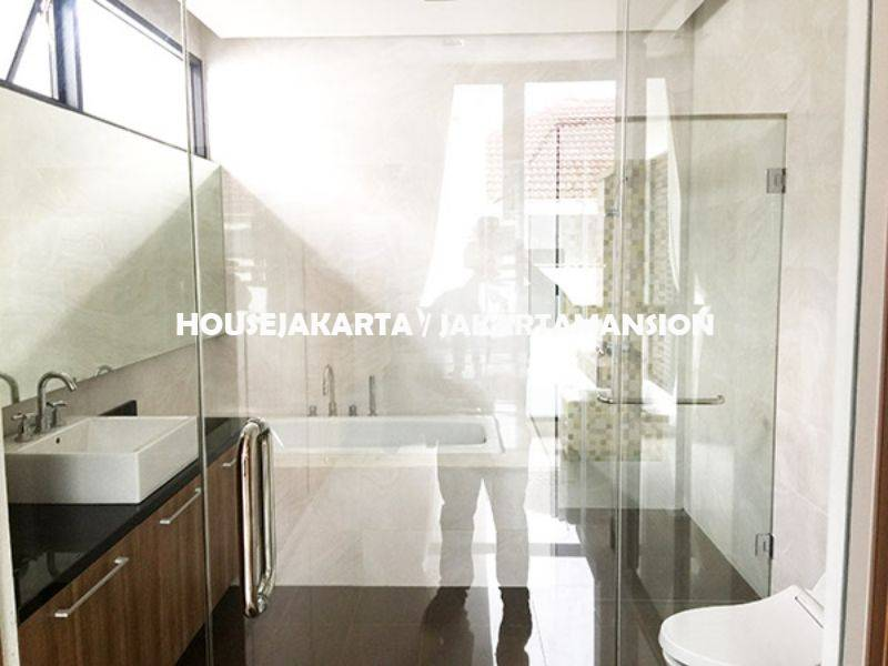 HR999 House for rent sewa lease at Pondok Indah
