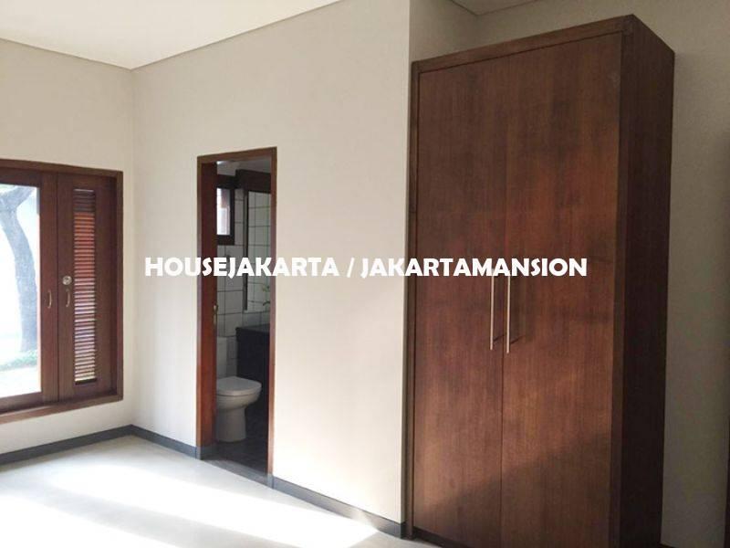 HR1120 House for rent sewa lease at Senopati Kebayoran Baru