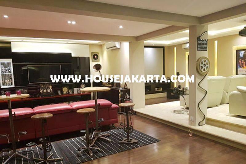 HS1412 Rumah Bagus 3,5 Lantai Jalan Tanjung Menteng ada rooftop city view Dijual Murah 49,5M