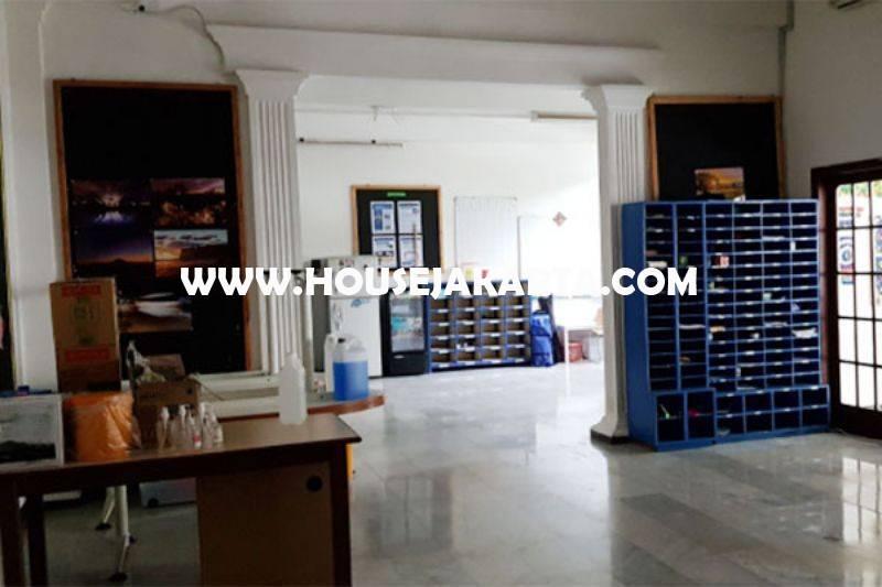 HS1442 Rumah Klasik Kemang Jakarta Selatan Luas 1hektar Dijual Murah Hitung Tanah 23juta/m
