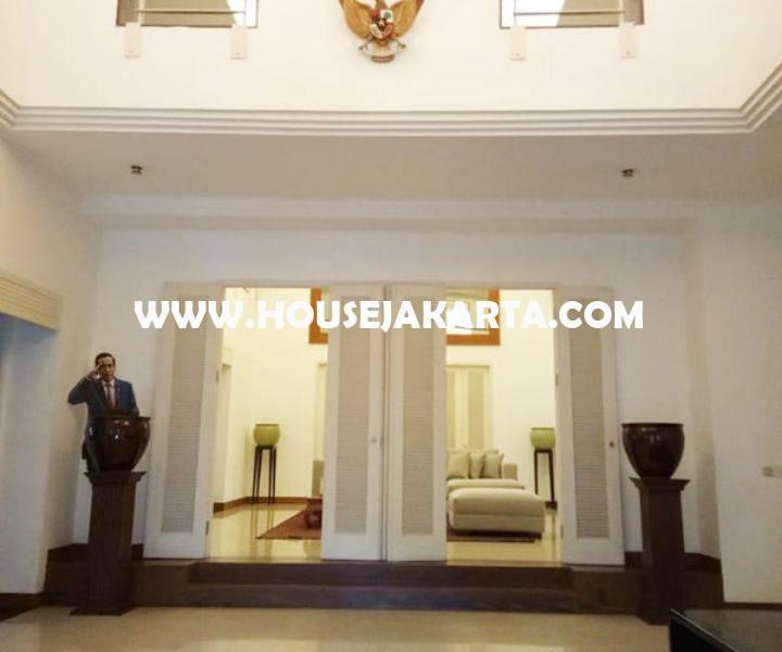 HS1450 Rumah Bagus Jalan Situbondo Menteng Dijual ada Pool 2 lantai Tanah Persegi dekat Taman