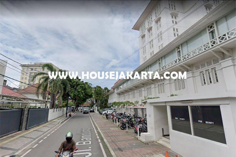 HS1498 Rumah Bagus 2 lantai Jalan Bandung Menteng Dijual Murah Tanah Persegi