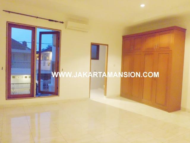 HR370 House for rent at patra kuningan