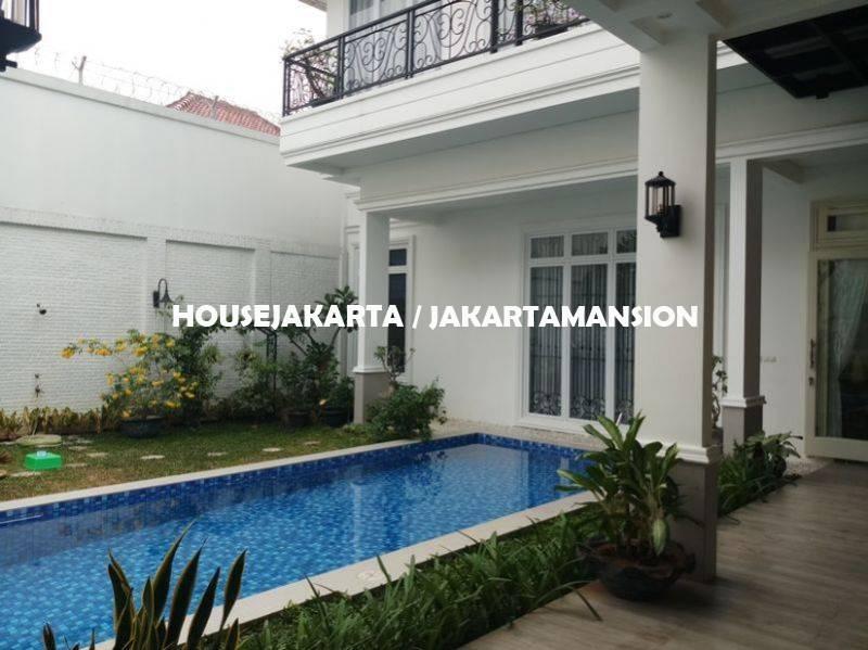 HR587 House for rent at Senayan