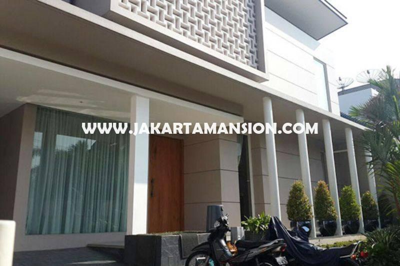HS727 Rumah Dharmawangsa dekat Brawijaya Kebayoran Baru Dijual Murah ada Pool